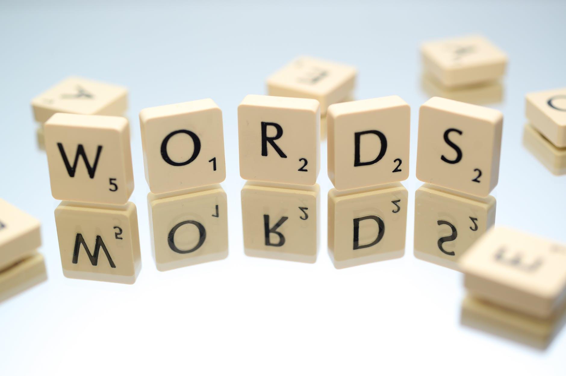 Bạn cần phải bắt đầu với phát âm, từ vựng và ngữ pháp
