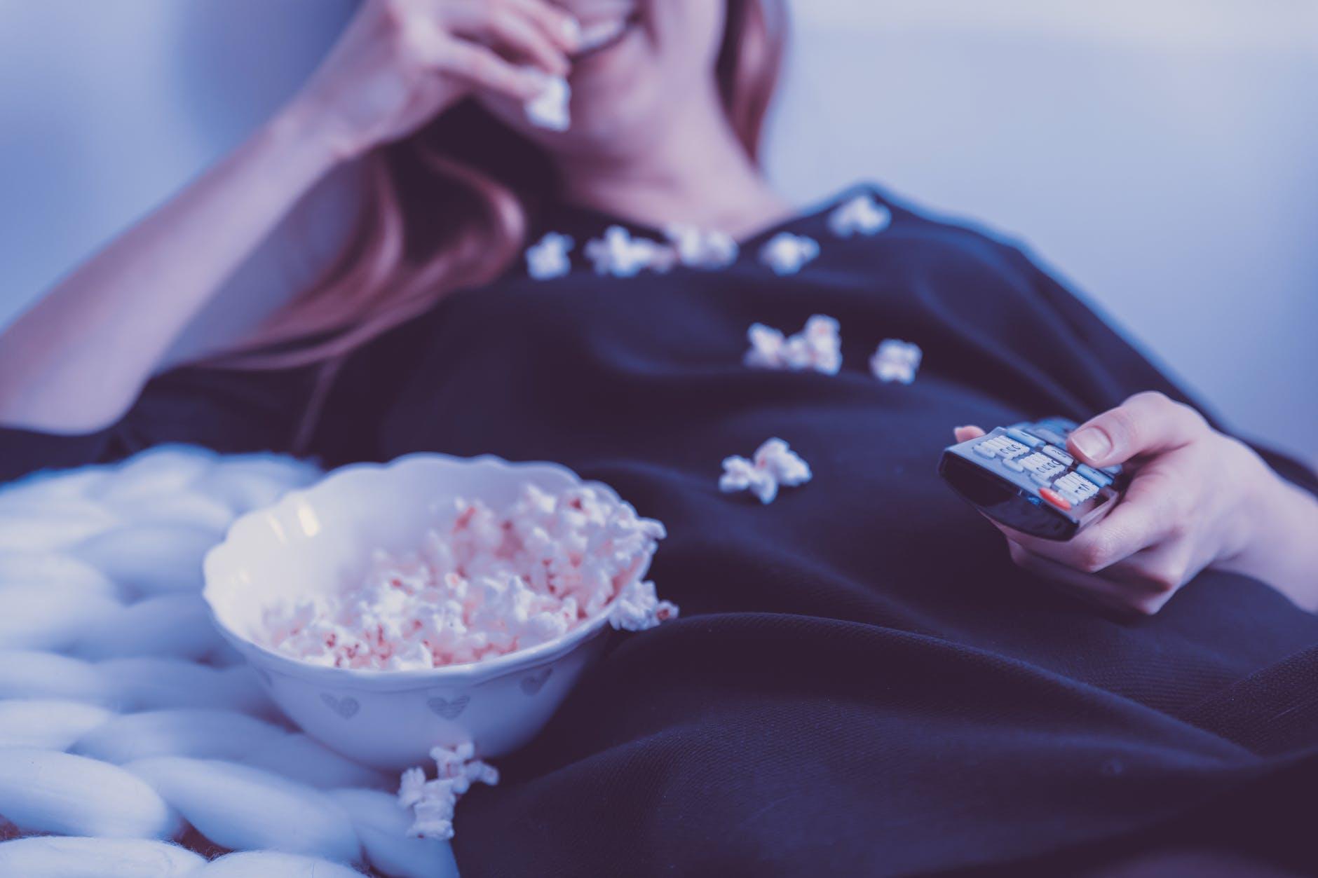 Bạn nên chọn những bộ phim mà mình thích để luôn cảm thấy hứng thú nhé